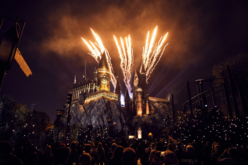 Guests will celebrate their Hogwarts house pride during an all-new, breathtaking experience – The Nighttime Lights at Hogwarts Castle – running select nights throughout 2018. As night falls in The Wizarding World of Harry Potter – Hogsmeade at Universal's Islands of Adventure, state-of-the-art projection mapping, coupled with special effects and lighting, will wrap Hogwarts castle in a dazzling display celebrating the four houses of Hogwarts – Gryffindor, Ravenclaw, Hufflepuff and Slytherin.