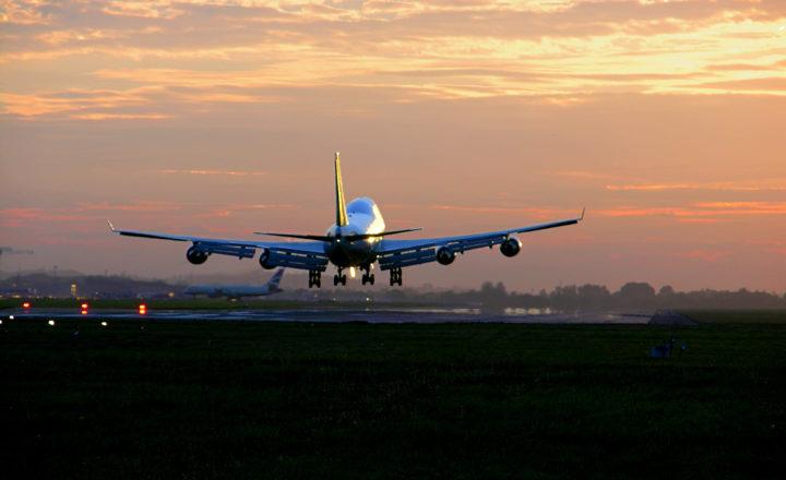Jet landing Heathrow